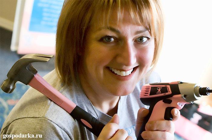 женщина-с-инструментами-для-ремонта