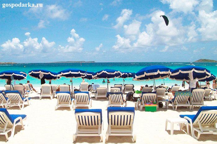 белоснежный-карибский-пляж