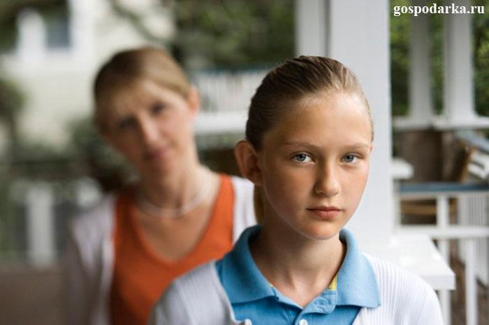 девочка-подросток-с-мамой