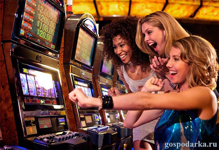 подруги-играют-в-казино