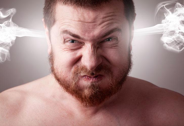 мужчина-злится