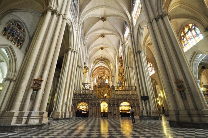 внутри-собора-Святой-Марии