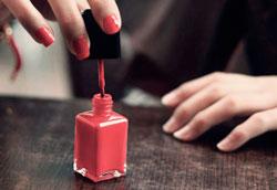 Как оживить старый засохший лак для ногтей?