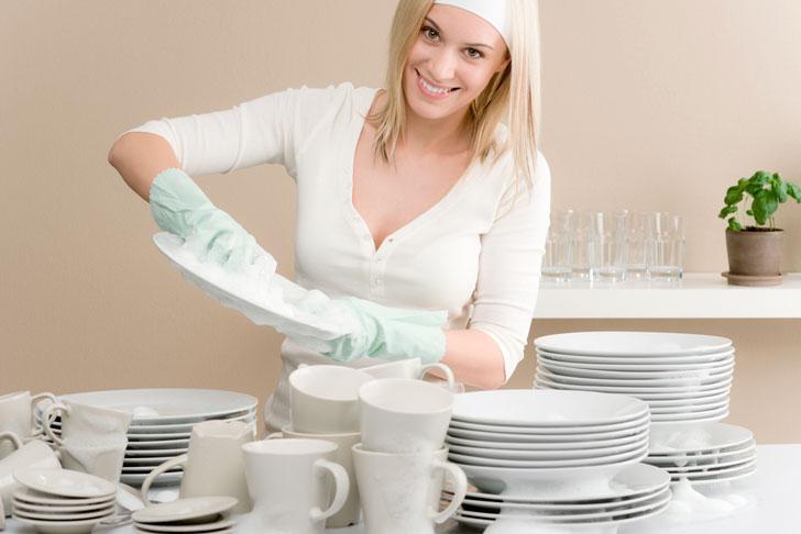 девушка-моет-посуду