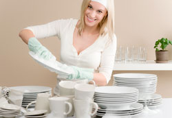 Моем посуду правильно: советы и запреты