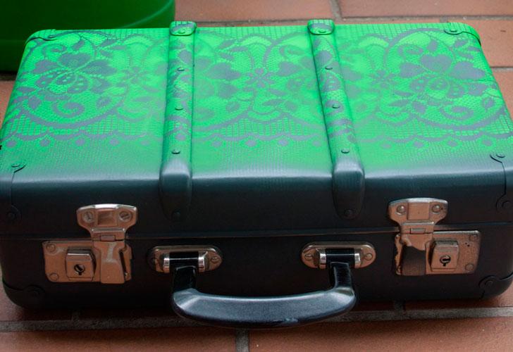 зеленый-саквояж