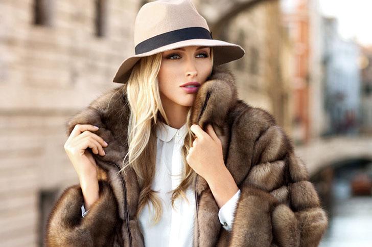 девушка в шубе и шляпе