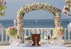 Как украсить свадебную арку?