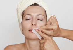 Как избавиться от волос на лице естественным способом?