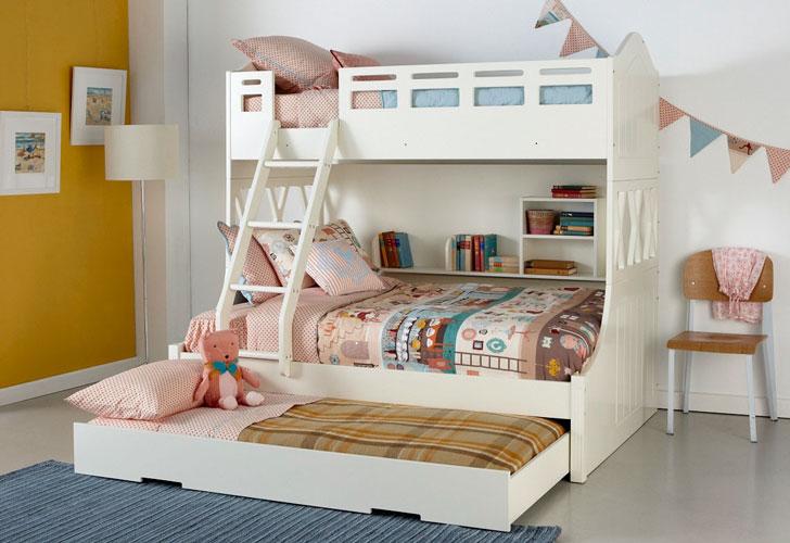 детская двухъярусная трехспальная кровать