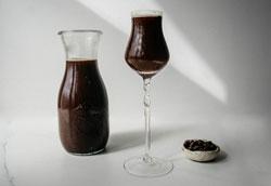 Как сделать шоколадную водку к новогоднему столу?