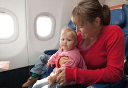 Грудной ребенок в самолёте: что маме взять в полёт