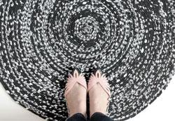 Как сделать коврик из тканевых полосок?