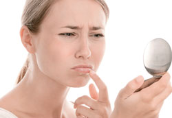 миниатюра опухших губ