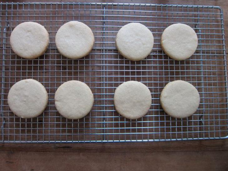 печенье на решетке