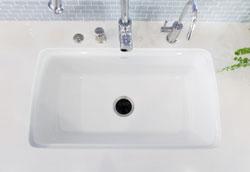 Как избавить кухонную раковину от неприятного запаха?