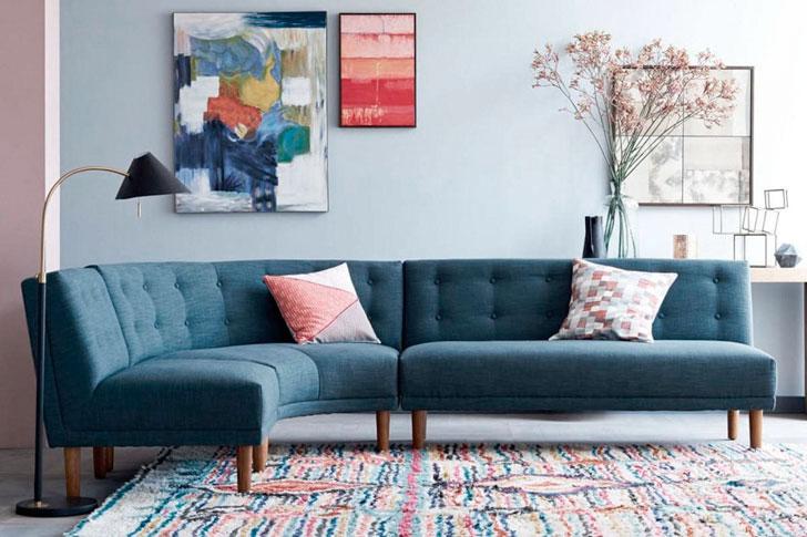 диван с тканевой обивкой