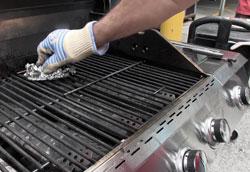 Как почистить газовый гриль?