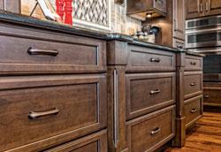 Как правильно ухаживать за дубовой мебелью?