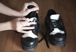 Как растянуть тугую кожаную обувь в домашних условиях?