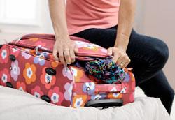Как упаковать платье в чемодане, чтобы оно не помялось?