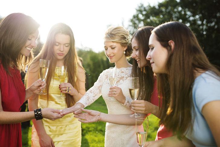 подружки невесты в платьях