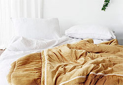 Как отбелить пожелтевшее постельное бельё?